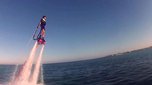 FlyBoard un deporte extremo que te hará volar sobre el agua