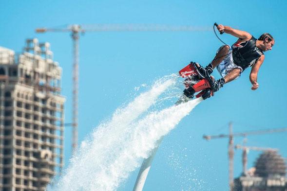 FlyBoard-un-deporte-extremo-que-te-hará-volar-sobre-el-agua