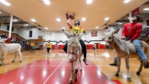 Baloncesto-en-burro-un-deporte-fuera-de-lo-comun-01