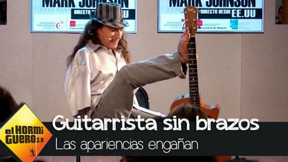 El-guitarrista-sin-brazos-que-toca-con-los-pies-03
