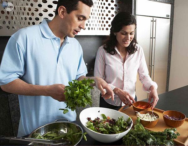 pareja-cocinando
