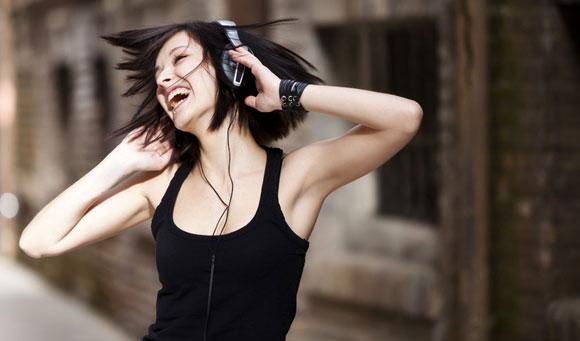 Escuchar-musica-alegre-alimenta-la-creatividad-01