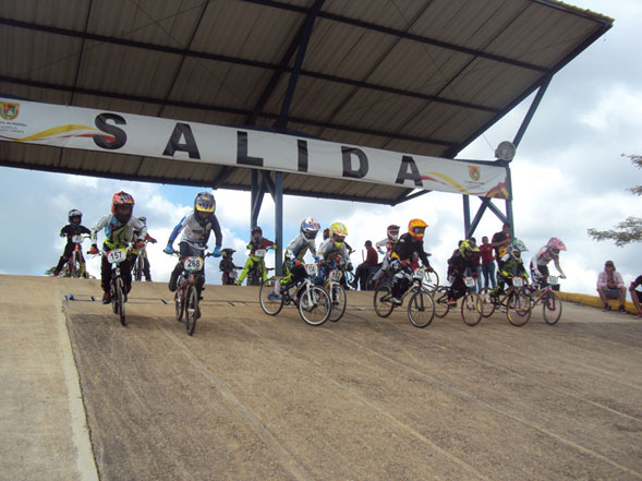 LA-PASION-DEL-BMX-SE-DIO-CITA-EN-PEREIRA-02