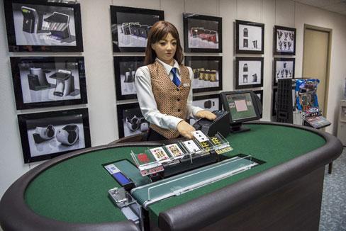 Robots-que-hacen-de-croupier-y-cartas-en-formato-holograma