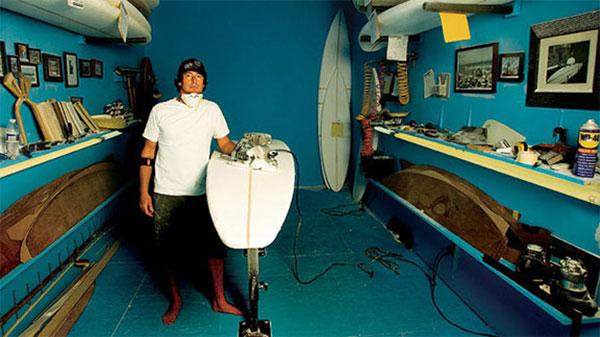 Este-tipo-construye-algunas-de-las-mejores-tablas-de-surf