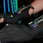 Estos guantes ayudan a crear música electrónica
