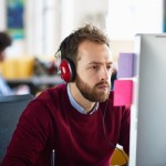 5 buenas razones para escuchar música en la oficina