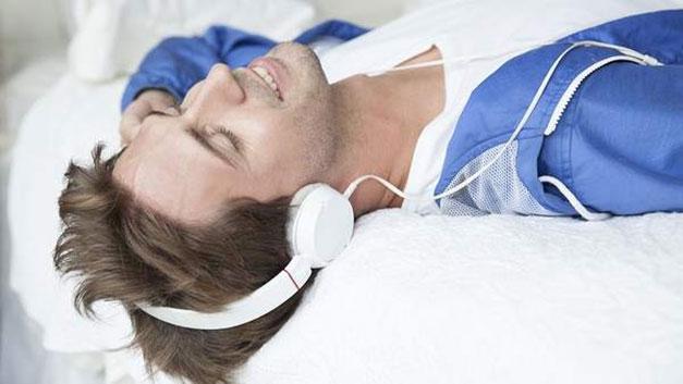 música puede la mejor herramienta para relajar al paciente antes de entrar al quirófano