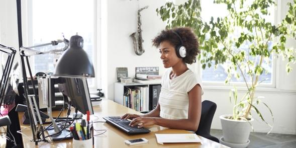 estilos de música que debe escuchar si quiere ser más productivo en el trabajo