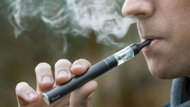 Los vapores de los cigarrillos electrónicos, incluso sin nicotina, pueden dañar los pulmones