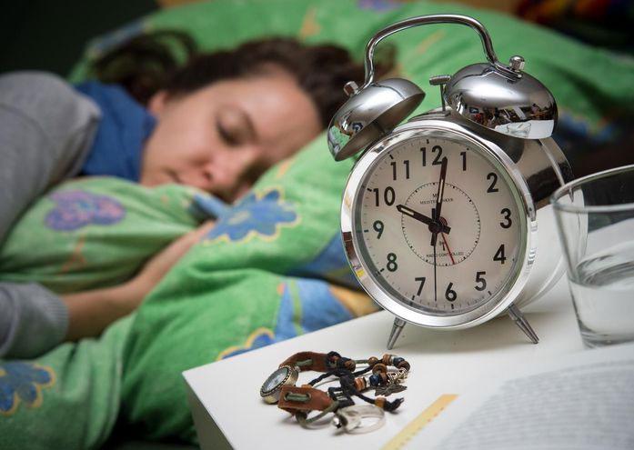 Dormir mucho y las siestas largas podrían aumentar el riesgo de sufrir un ictus